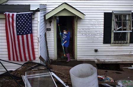 Phải mất thêm thời gian để dọn dẹp, sửa chữa những ngôi nhà bị ngập nước, tàn phá sau bão Sandy.