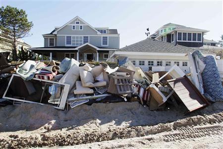 Đồ đạc trong nhiều ngôi nhà bị hỏng do bị ngập nước.