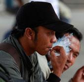 Những người hút thuốc có thời gian làm việc ít hơn