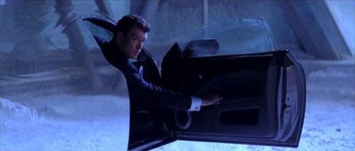 Xe tàng hình trong phim James Bond
