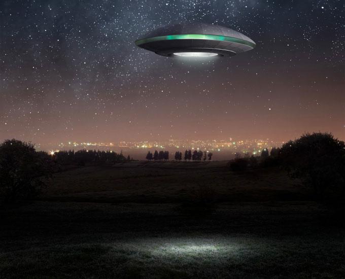 Đặc điểm chung của các UFO là những ánh sáng không bình thường xuất hiện trên bầu trời?