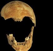 Cặp vợ chồng chết bí ẩn trong giếng cổ thời đồ đá