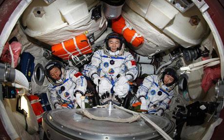 Ba phi hành gia Trung Quốc trong Thiên Cung 1 hồi tháng 6 năm nay.