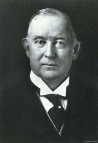 Ông Jame Buchanan Duke.