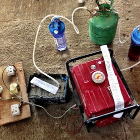 Nữ sinh chế tạo máy phát điện chạy bằng nước tiểu