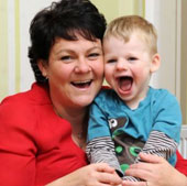 Bệnh lạ: Cậu bé không thể nhịn cười
