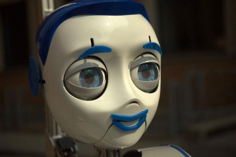 Với cặp mắt mở to tròn, robot IURO có khả năng giao tiếp rất tốt với con người