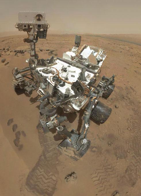 Một bức ảnh về Curiosity do chính thiết bị chụp trên sao Hỏa.