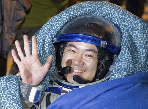 Phi hành gia Akihiko Hoshide trở về trái đất an toàn