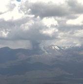 Núi lửa Tongariro phun tro bụi cao 2km