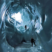 Vẻ đẹp kỳ ảo của động băng xanh