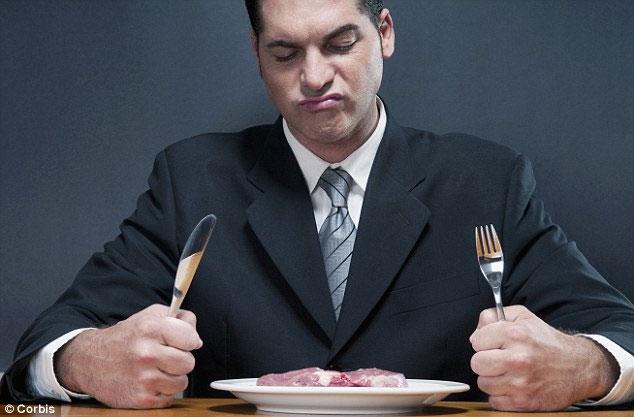 Đàn ông tin rằng ăn thịt sẽ giúp họ trở nên nam tính hơn.