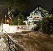 Mưa lớn ở Anh, 800 ngôi nhà bị ngập