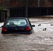 Video: Mưa lớn gây ngập ở England và xứ Wales