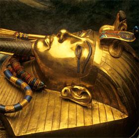 Pharaoh Tutankhamun bị chiến xa cán chết