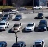 Video: Bóng ma bí ẩn tàn phá bãi đậu xe?