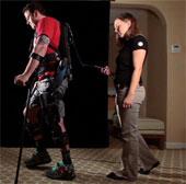 Áo robot giải phóng người bị liệt