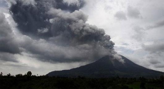 Núi lửa Sinabung ở Indonesia lại phun trào