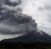 Núi lửa Sinabung ở Indonesia lại phun trào dữ dội