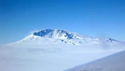 Núi lửa hoạt động dưới thềm băng Nam Cực