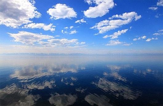 Truyền thuyết bí ẩn ở hồ nước ngọt sâu nhất thế giới
