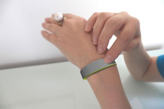 Vòng tay kết nối tình cảm từ xa