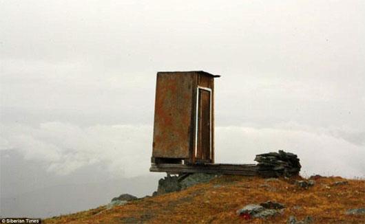 Nhà vệ sinh khắc nghiệt nhất trên thế giới ở độ cao 2.600m