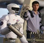 Nga giới thiệu robot hình người thế hệ mới SAR - 401