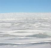 Hồ dưới băng ở đảo lớn nhất thế giới