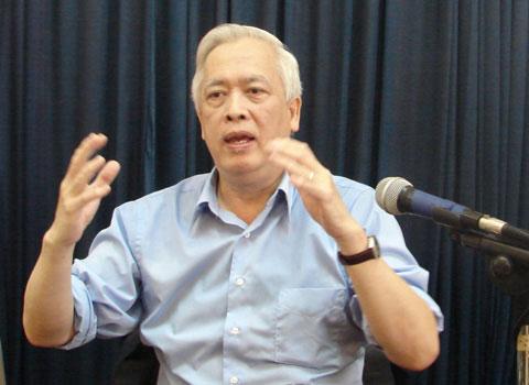 Giáo sư Trịnh Xuân Thuận nói chuyện về khoa học vũ trụ