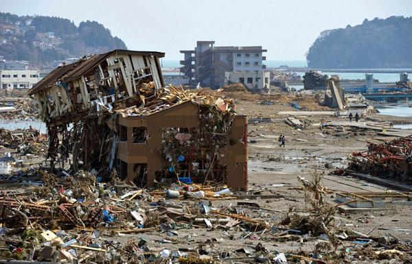 Nhật hứng sóng thần kép hồi tháng 3