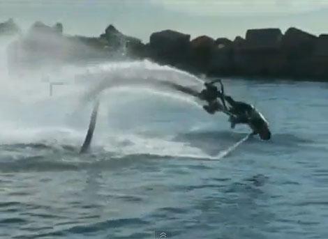 Video: Người bay lượn trên mặt nước như cá