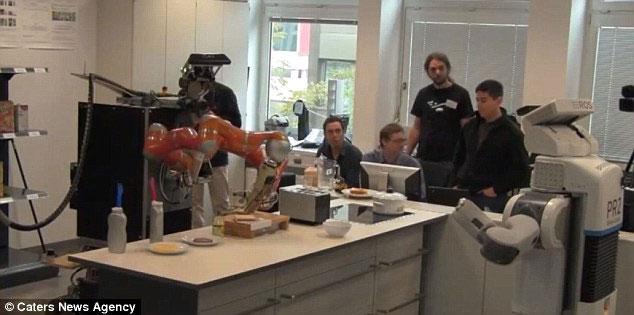 Video: Robot biết làm bánh như người