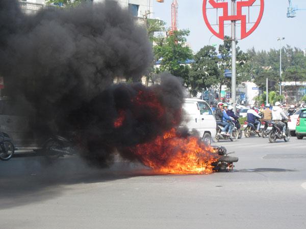 Tìm nguyên nhân hàng loạt xe máy bốc cháy