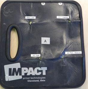 Khi kẹp giấy có thể dùng làm áo chống đạn