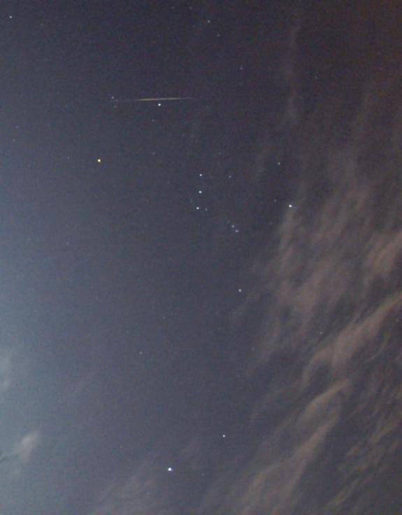 Mưa sao băng Geminids trên bầu trời Veszprem, Hungary