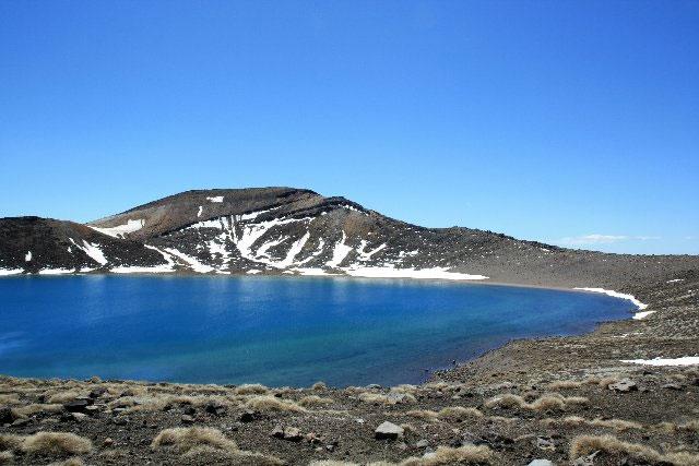 Phát hiện hồ nước tinh khiết gần bằng nước cất