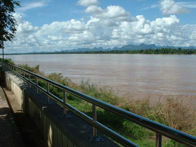 Đề nghị hoãn xây đập thủy điện trên sông Mekong