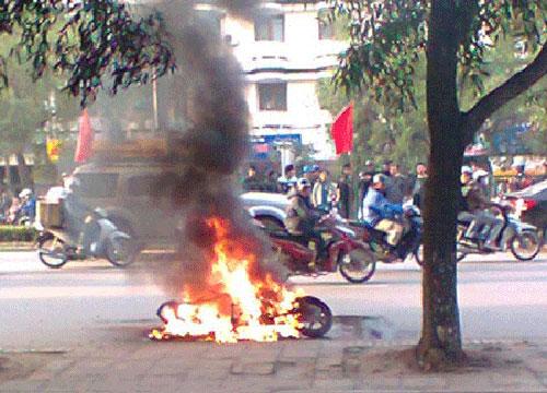 Nguyênnhân khiến xe máy bốc cháy