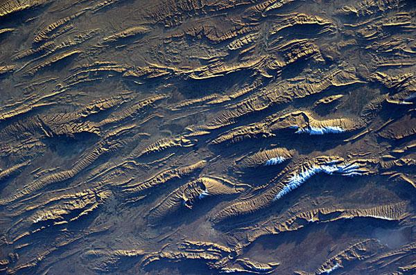 Đây là bức ảnh chụp khu vực Fars của Iran. Tác giả bức ảnh, nhà du hành người Ý Paolo Nespoli đã tải lên hàng chục bức ảnh chụp Trái Đất trong suốt thời gian nhà du hành ở trên Trạm vũ trụ Quốc tế ISS.