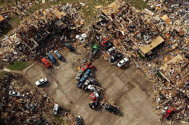 Ảnh chụp từ trên cao một khu nhà bị ảnh hưởng bởi một cơn lốc xoáy - đã cướp đi sinh mạng của hơn 100 người ở Tornado, Joplin, Missouri, Mỹ ngày 24/5/2011.