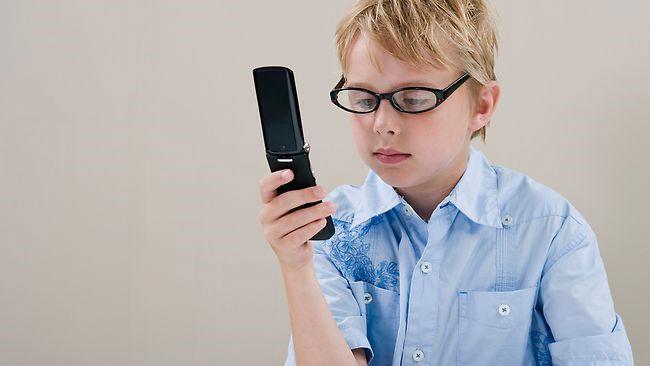 10 cách giúp trẻ an toàn khi dùng điện thoại