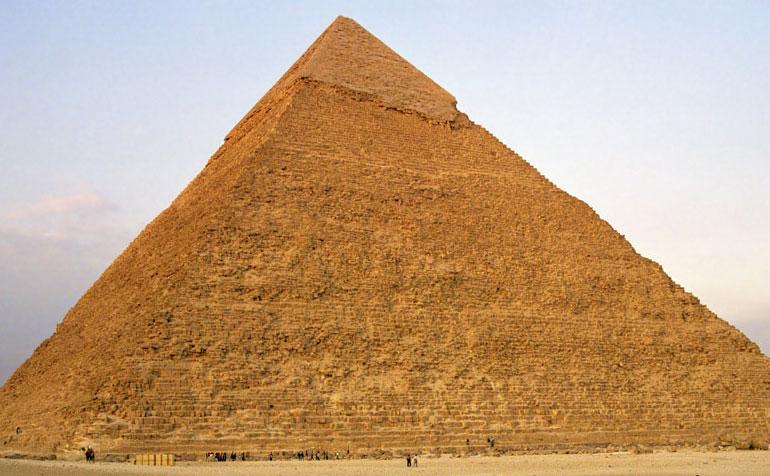 Kim tự tháp cũng chứng minh một điều là người Ai Cập đã biết đến số Pi.