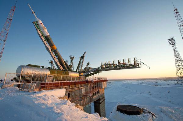 Trung tâm vũ trụ Baikonur ở Kazakhstan bị tuyết trắng bao phủ khi tàu vũ trụ Soyuz chở 3 phi hành gia chuẩn bị được phóng lên Trạm không gian quốc tế (ISS) vào ngày 19/12.