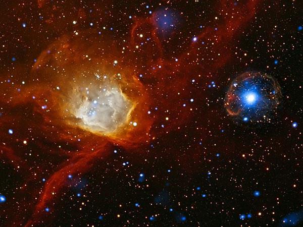 Dữ liệu thu được của kính thiên văn Chandra X-ray Observatory của Cơ quan vũ trụ (NASA) và XMM-Newton của Cơ quan vũ trụ châu Âu (ESA) đã phát hiện một ngôi sao trẻ mới hình thành từ một vụ nổ của siêu tân tân. Hình ảnh ngôi sao mới hình thành có màu xanh sáng rực.