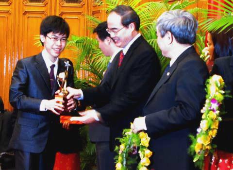 """Tài năng trẻ nhận giải thưởng """"Quả cầu vàng"""""""