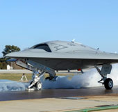 Robot sắp lái phi cơ tàng hình tại Mỹ