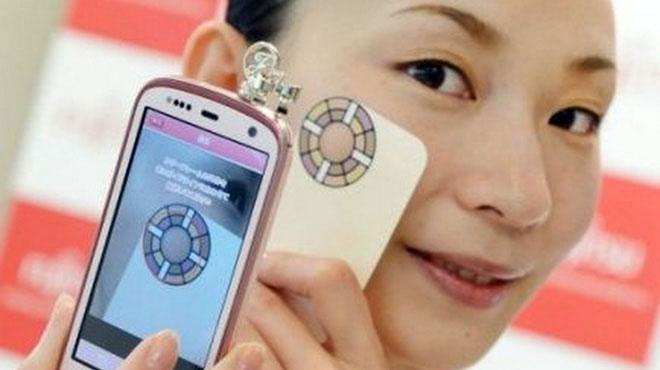 Chiếc điện thoại thông minh với tính năng soi da