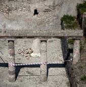 Bức tường dài 2 mét ở Pompei đổ sập do mưa lớn