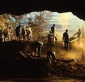Bộ tộc châu Phi vẫn sống như 44 ngàn năm trước